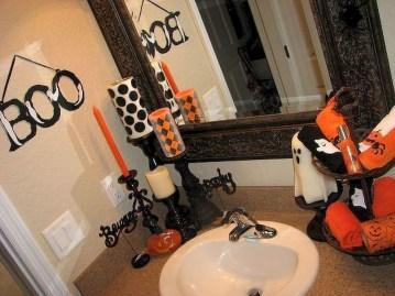 Delightful Halloween Decorating Ideas For Your Bathroom 10