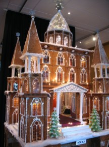 Fantastic Diy Gingerbread House Ideas For Your Décor To Try Asap 39