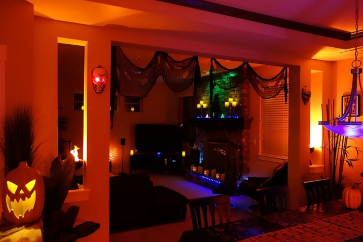 Relaxing Diy Halloween Living Room Decoration Ideas To Try 18