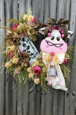 Splendid Wreath Designs Ideas For Front Door To Welcome Halloween 07