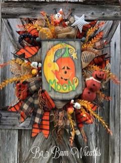 Splendid Wreath Designs Ideas For Front Door To Welcome Halloween 10