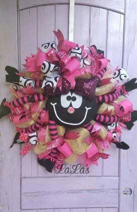 Splendid Wreath Designs Ideas For Front Door To Welcome Halloween 29