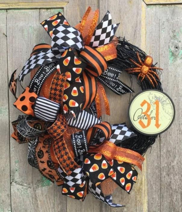 Splendid Wreath Designs Ideas For Front Door To Welcome Halloween 40