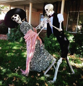 Superb Front Yard Halloween Decoration Ideas To Try Asap 11