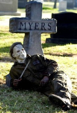 Superb Front Yard Halloween Decoration Ideas To Try Asap 12