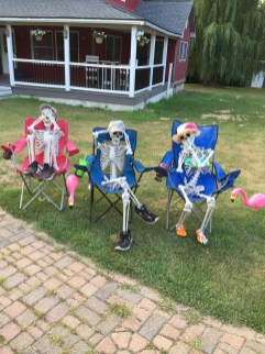 Superb Front Yard Halloween Decoration Ideas To Try Asap 19