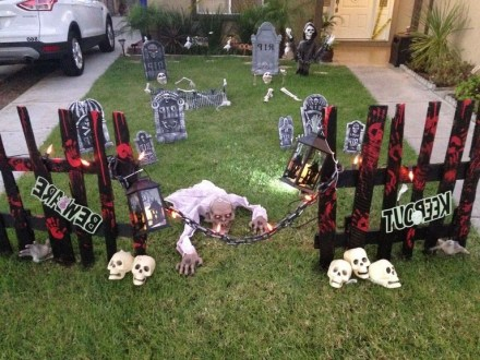 Superb Front Yard Halloween Decoration Ideas To Try Asap 27