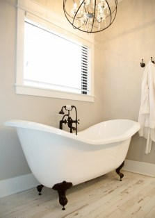 Unusual Remodel Design Ideas To Be Modern Farmhouse Bathroom 40