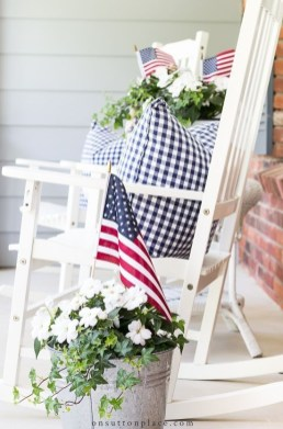Awesome Summer Decor Ideas With Rustic Farmhouse Style To Try Asap 27