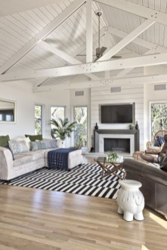 Comfy Farmhouse Living Room Decor Ideas That You Need To See 27