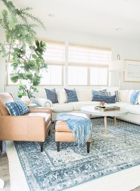 Comfy Farmhouse Living Room Decor Ideas That You Need To See 32