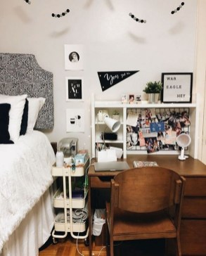 Elegant College Dorm Room Design Ideas That Suitable For You 35