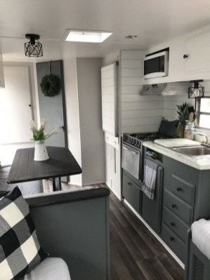 Relaxing Tiny House Makeovers Design Ideas With Farmhouse Style 16