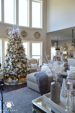 Affordable Colorful Living Christmas Décor Ideas That Suitable For You 07