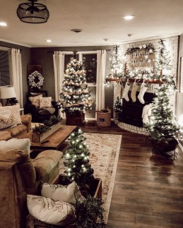 Affordable Colorful Living Christmas Décor Ideas That Suitable For You 11