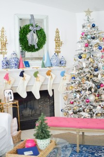 Affordable Colorful Living Christmas Décor Ideas That Suitable For You 14