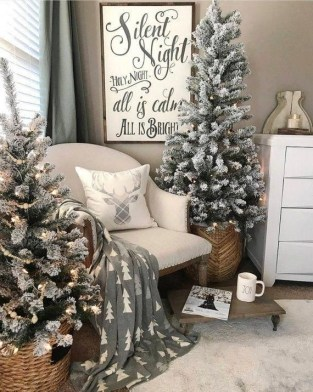 Affordable Colorful Living Christmas Décor Ideas That Suitable For You 15