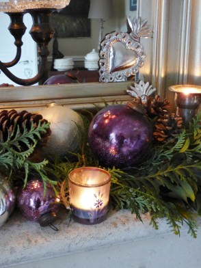 Affordable Colorful Living Christmas Décor Ideas That Suitable For You 18