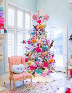 Affordable Colorful Living Christmas Décor Ideas That Suitable For You 20
