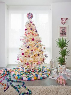 Affordable Colorful Living Christmas Décor Ideas That Suitable For You 22