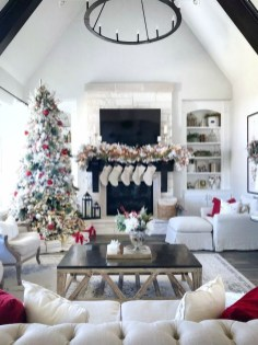 Affordable Colorful Living Christmas Décor Ideas That Suitable For You 28