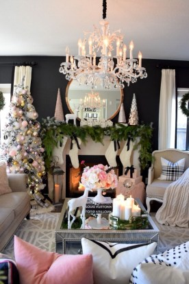 Affordable Colorful Living Christmas Décor Ideas That Suitable For You 36