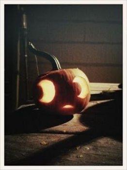Cozy Pumpkin Carving Design Ideas You Can Do Yourself 04