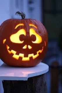 Cozy Pumpkin Carving Design Ideas You Can Do Yourself 23