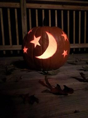 Cozy Pumpkin Carving Design Ideas You Can Do Yourself 34