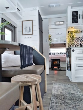 Incredible Rv Motorhome Interior Design Ideas For Summer Holiday 26