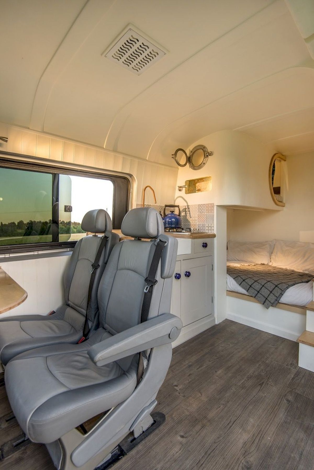 Incredible Rv Motorhome Interior Design Ideas For Summer Holiday 27