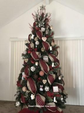 Wonderful Black Christmas Decorations Ideas That Amaze You 07