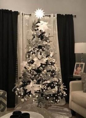 Wonderful Black Christmas Decorations Ideas That Amaze You 09
