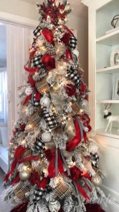 Wonderful Black Christmas Decorations Ideas That Amaze You 16