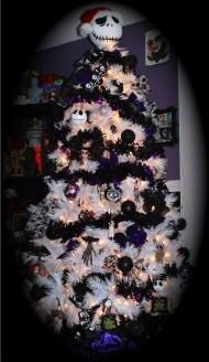 Wonderful Black Christmas Decorations Ideas That Amaze You 21