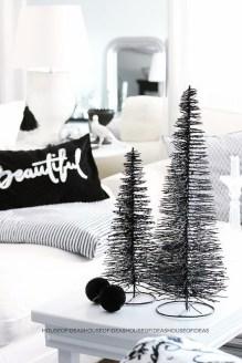 Wonderful Black Christmas Decorations Ideas That Amaze You 22