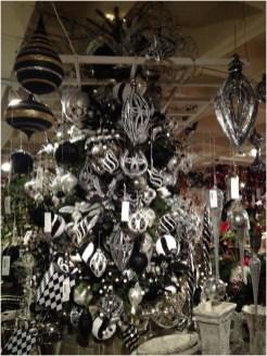 Wonderful Black Christmas Decorations Ideas That Amaze You 23