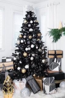 Wonderful Black Christmas Decorations Ideas That Amaze You 29