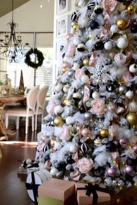 Wonderful Black Christmas Decorations Ideas That Amaze You 45