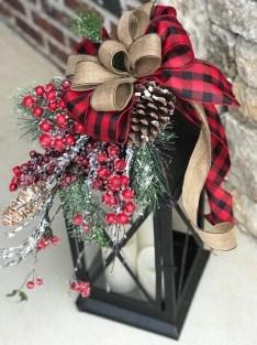 Wonderful Black Christmas Decorations Ideas That Amaze You 50