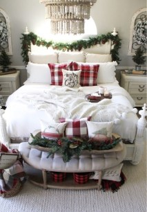 Beautiful Coastal Christmas Decor Ideas For Apartment To Try 13