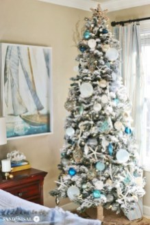 Beautiful Coastal Christmas Decor Ideas For Apartment To Try 20