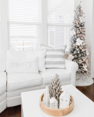 Beautiful Coastal Christmas Decor Ideas For Apartment To Try 24