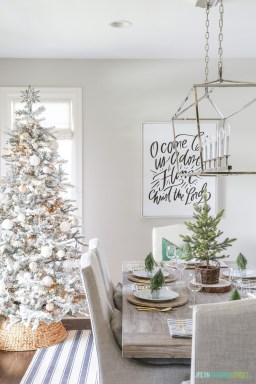 Beautiful Coastal Christmas Decor Ideas For Apartment To Try 27