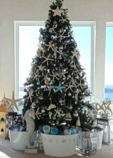 Beautiful Coastal Christmas Decor Ideas For Apartment To Try 28