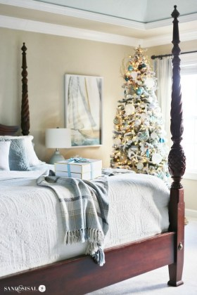 Beautiful Coastal Christmas Decor Ideas For Apartment To Try 33
