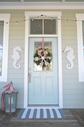 Beautiful Coastal Christmas Decor Ideas For Apartment To Try 35