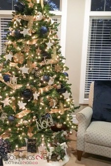 Beautiful Coastal Christmas Decor Ideas For Apartment To Try 46