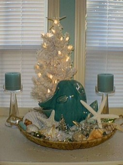 Beautiful Coastal Christmas Decor Ideas For Apartment To Try 48
