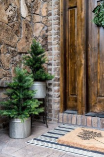 Comfy Christmas Front Porch Decor Ideas To Looks More Elegant 03